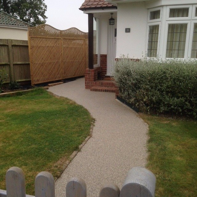 Pathway after Resin Bound Surfacing applied in colour Silver Moon