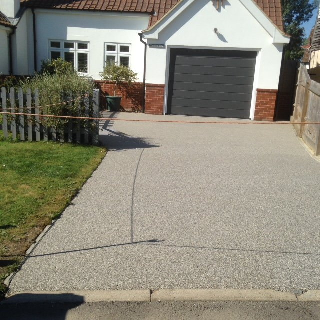 Resin bound driveway in colour silver moon